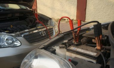 Battery-jumpstart-car