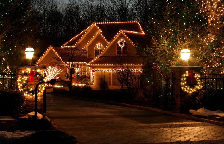 hire someone to put up christmas lights